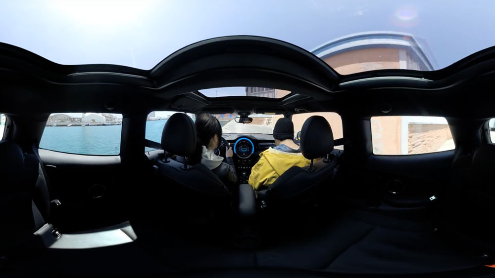 experiencing-vr-automotive-industry-mini-backwater